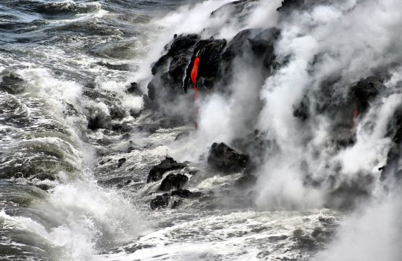 Pāhoehoe lava meets Pacific. Photo by Brocken Inaglory via Wikimedia Commons.