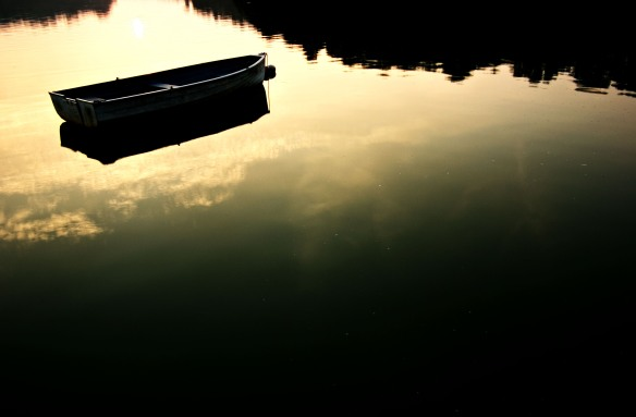 boat_on_still_water_by_crimson1d
