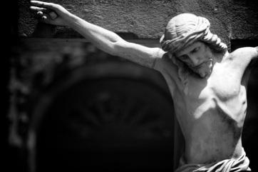 crucifixion-statue bw