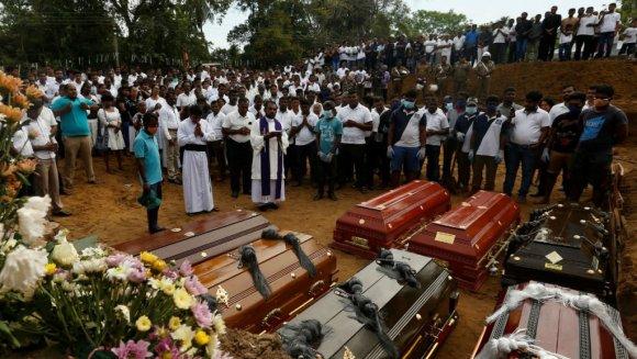 sri-lanka-mourners-2404