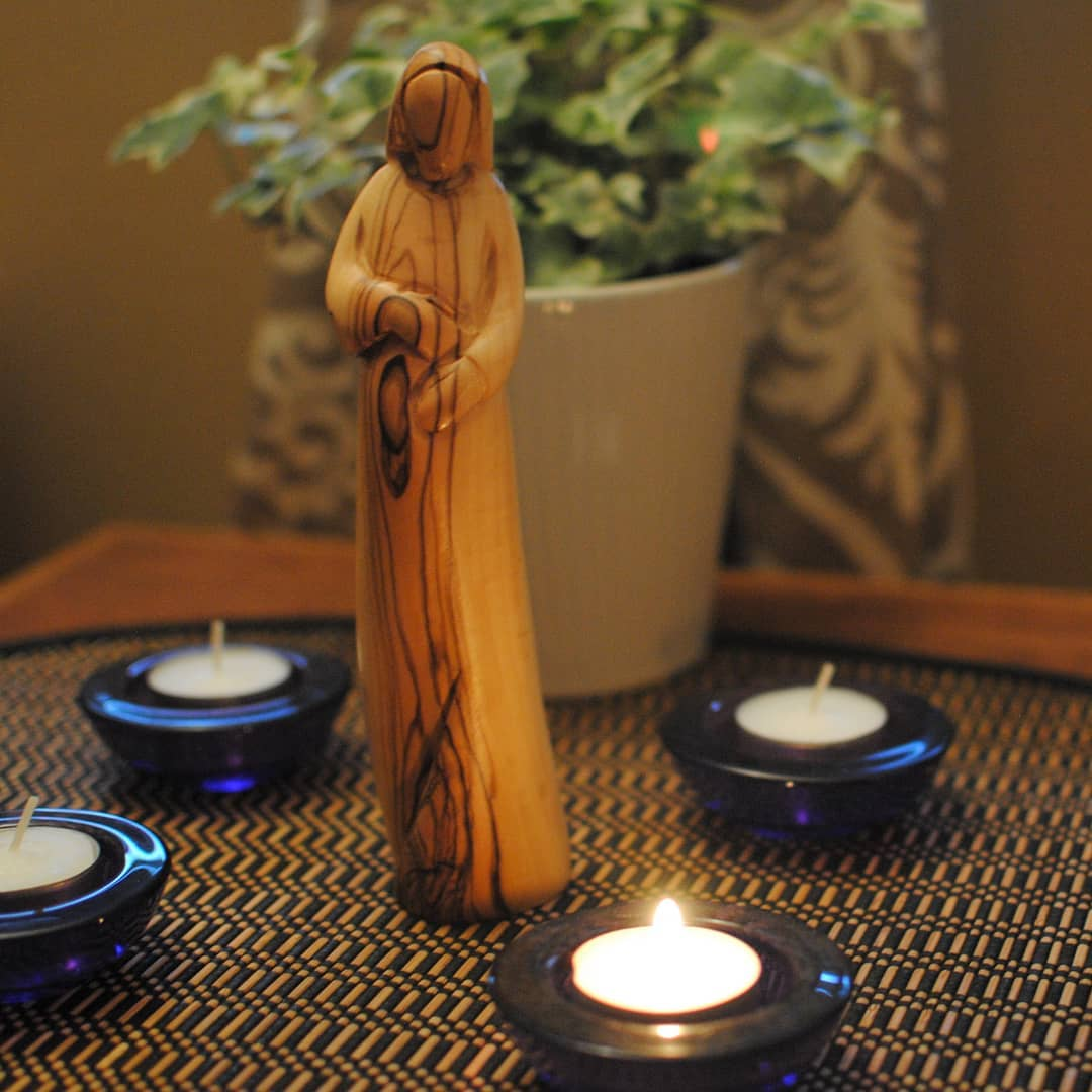 advent wreath with Mary